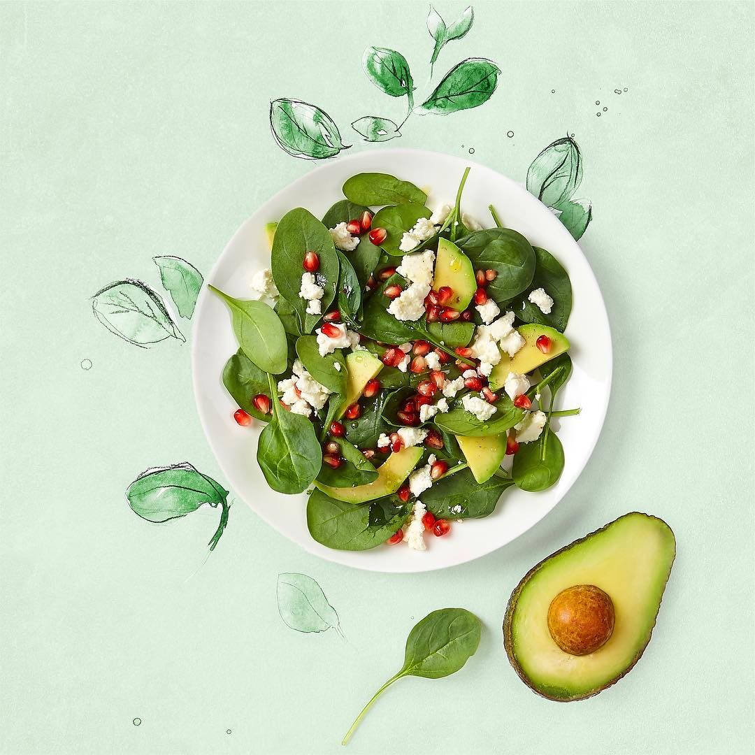 Салат из шпината, граната и авокадо