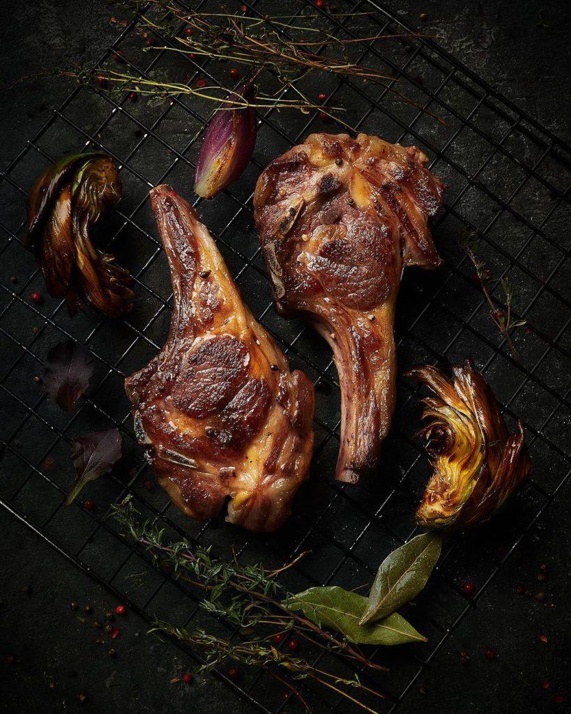 Каре ягненка и жареные овощи