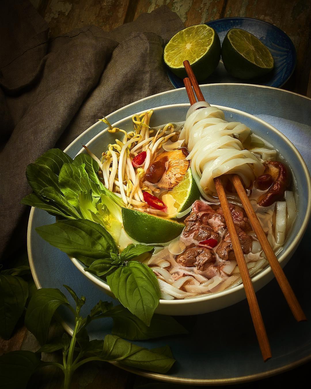 Вьетнамская кухня. Суп Фо-бо с лапшой и говядиной