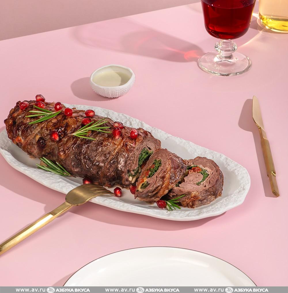 Рулет из говяжьей вырезки, полуфабрикат с помидорами конфи и сыром моцарелла, для запекания